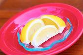Sliced Lemon In Red Dish — Stock Photo