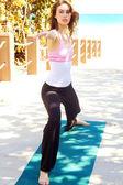 žena dělá jógu — Stock fotografie