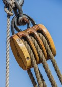 Old wooden pulley on a ship in Lubeck — Stock Photo