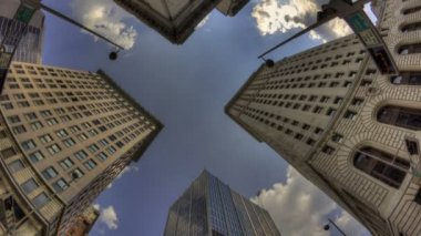 Cincinnati skyscraper with a blue sky and clouds — Stock Video