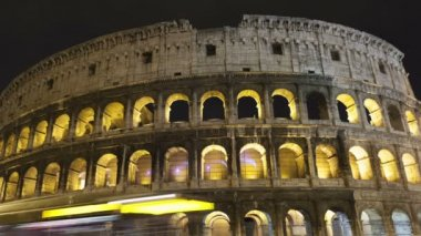 Traffic in front of the colosseum Amphitheater, Rome — Video Stock