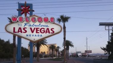 Welcome to Las Vegas Sign at dawn — Stock Video