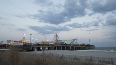 Amusement Park in stalen Pier Atlantic City — Stockvideo