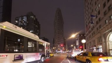 Traffic in front of Flatiron Building — Stock Video