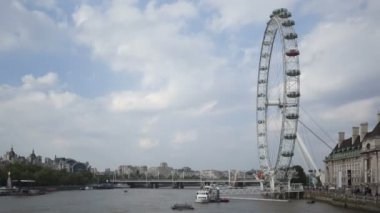 London Eye at daytime with clouds — Stock Video