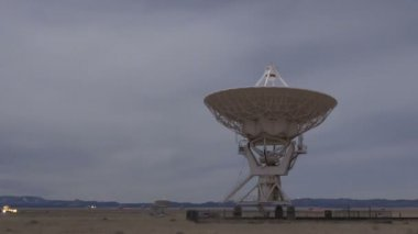 Large Array Radio Telescopes moving — Stock Video