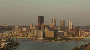 Sunny Pittsburgh Skyline — Stock Video