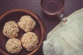 Teacup and rice crispy balls — Stock Photo