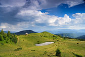Tourist refuge in the Ukrainian Carpathians — Stock Photo
