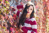 Beauty Fashion Model Girl with Autumnal Make up — Stock Photo