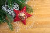 Stitched red Christmas star with spices, with decoration, on woo — 图库照片