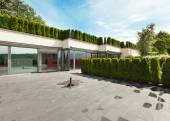 современный дом, открытый — Стоковое фото