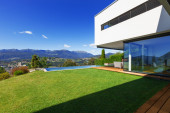 Luxury Villa with Infinity Pool — Stock Photo