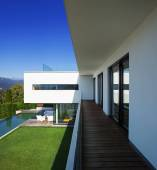 Modern house, with pool — Stockfoto