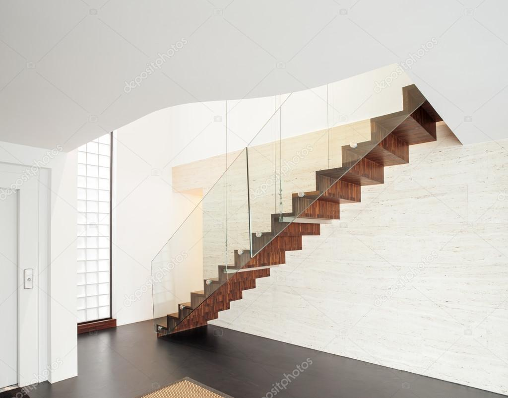 Interior casa moderna escalera foto de stock zveiger for Escalera interior casa