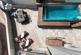 House, swimming pool view — Stok fotoğraf