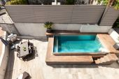 House, swimming pool view — Stock Photo
