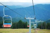 Ski lift on on the top of mountain in summer — ストック写真