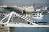 Bridge over cruiser terminals at Port of Barcelona. Spain — Zdjęcie stockowe