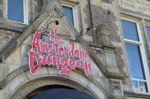 The Amsterdam Dungeon sign on a facade of building in  Amsterdam, Holland — Stockfoto