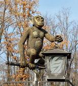 Bronze animal monkey statue at the zoo — Stock Photo