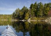Kajak na klidné jezero — Stock fotografie