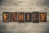 Conceito de família tipográfica de madeira tipo — Fotografia Stock