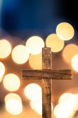 Wooden Cross and Defocused Lights — Stock Photo
