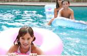Family swimming together in a pool — Stock Photo