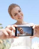 Girl take selfies photos of herself — Stok fotoğraf