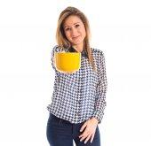 Vrouw met een kopje koffie — Stockfoto