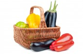 Basket with pepper and eggplant — Stock Photo