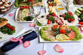 Beautifully decorated table, with meat and fish specialties. — Foto Stock