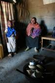 Maasai family inside their huts, a black woman and children. — Stock Photo