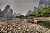 Bamboo raft on Lijiang River, amid karst hills, Guangxi, China. — Stock Photo