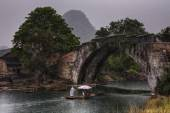 Dragon Bridge in Yulong Village, Yangshuo, Guilin, Guangxi Province, China. — Stock Photo