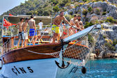 Turkish tourists relaxing on deck excursion yacht, sunny summer day. — Stock Photo