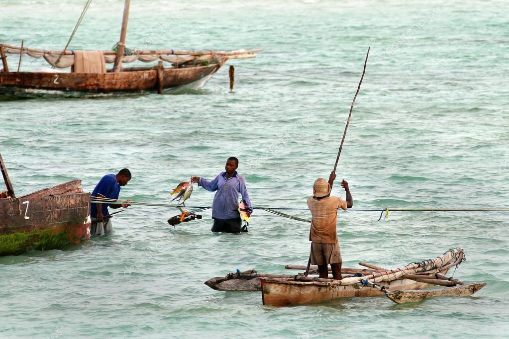 африканцы ловят рыбу