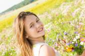 Girl with bouquet of wildflowers — Stock Photo