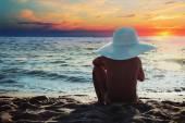 在海边的小女孩 — 图库照片
