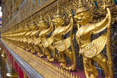 Garuda in Wat Phra Kaew Grand Palace of Thailand to find — Stock Photo