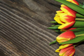 Colorful tulips with old board — Fotografia Stock