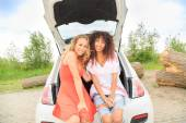 Girls ready for a roadtrip — Stock Photo