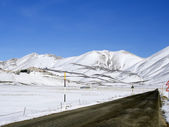 Asphalt straight road along  plateau of Castelluccio of Norcia i — Stock Photo