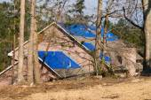 Tornado damaged house with a blue tarpaulin on the roof — Foto de Stock