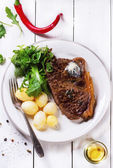 Grilled steak with potatoes — Foto Stock