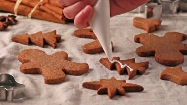 Making and glazing christmas cookies with cookie cutters — 图库视频影像