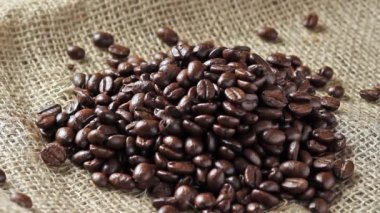 Pouring coffee beans — Stock Video
