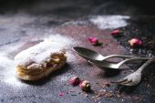 Eclairs with sugar powder — Stock Photo