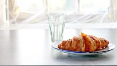 Continental breakfast with croissant and juice — Stock Video